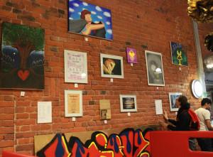 Esillä taidetta nuorilta.