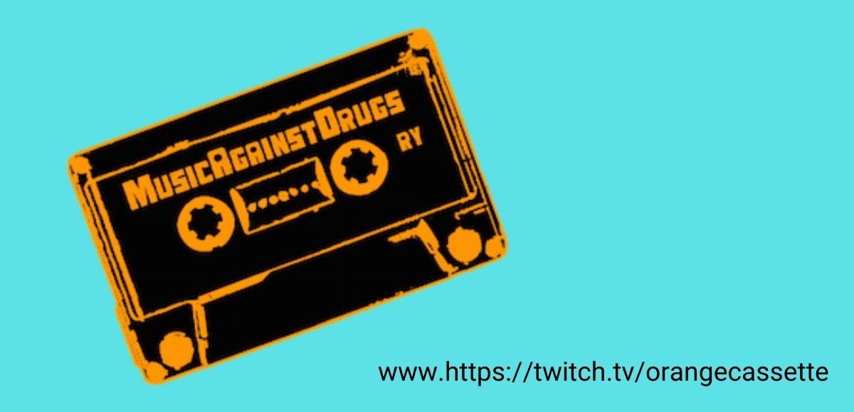 Turkoosilla pohjalla Music Against Drugs ry:n kasetti-logo, sekä streamauskanavan osoite www.https://twitch.tv/orangecassette.